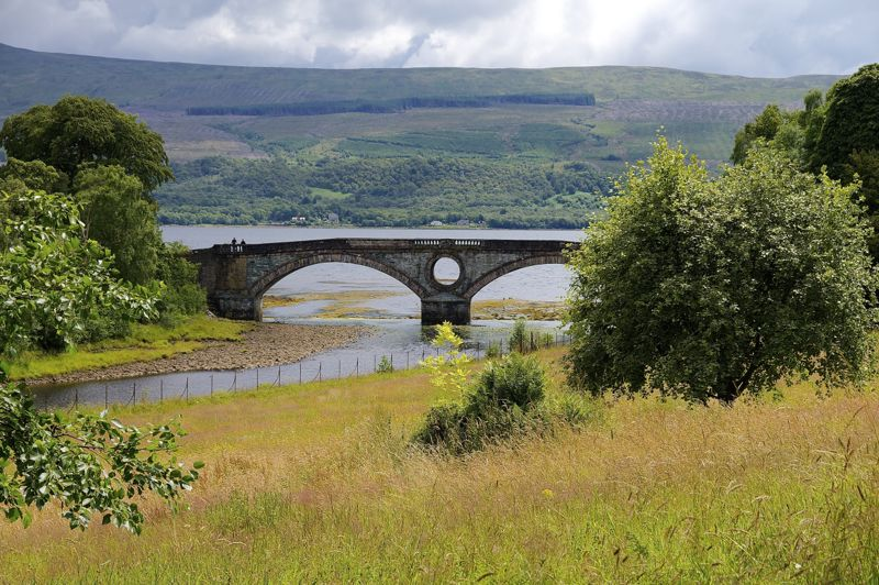 Inveraray Castle, Blick zur Brücke