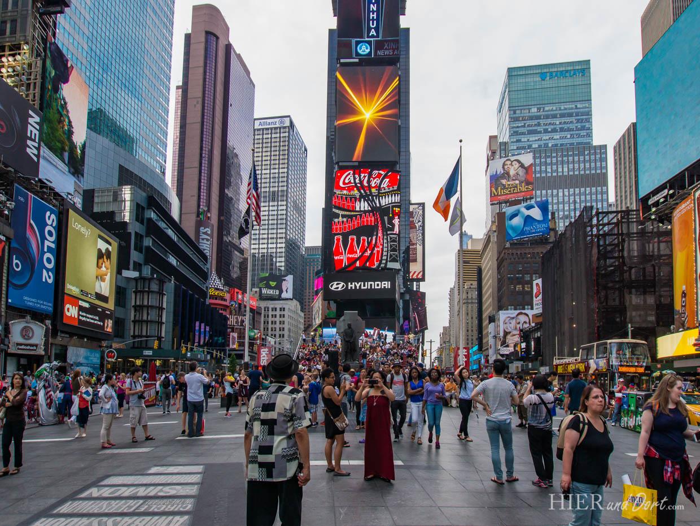 Times Square Tribüne